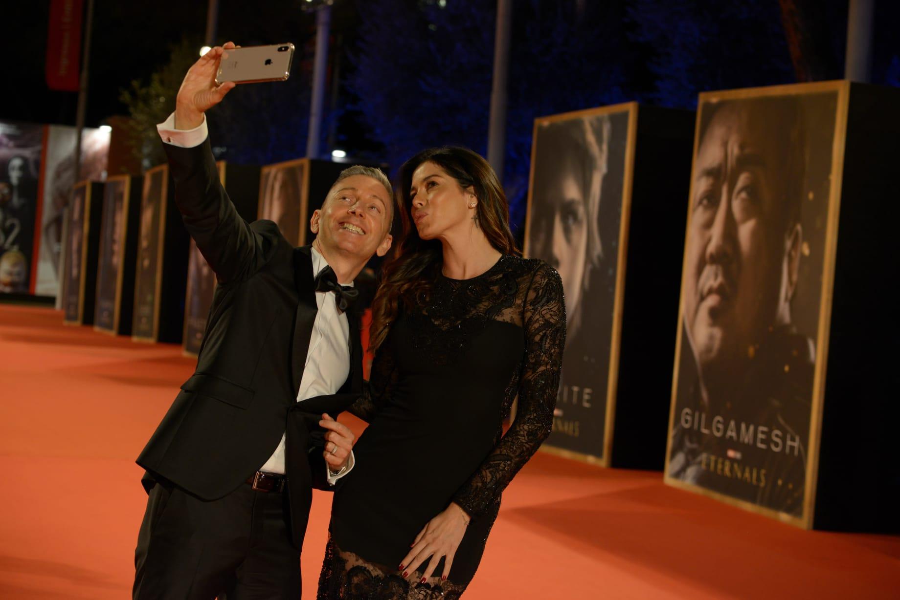 Aida Yespica e Gianluca Mech incantano il red carpet della Festa del cinema di Roma